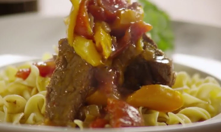 Slow cooker pepper steak add the sauce on the top