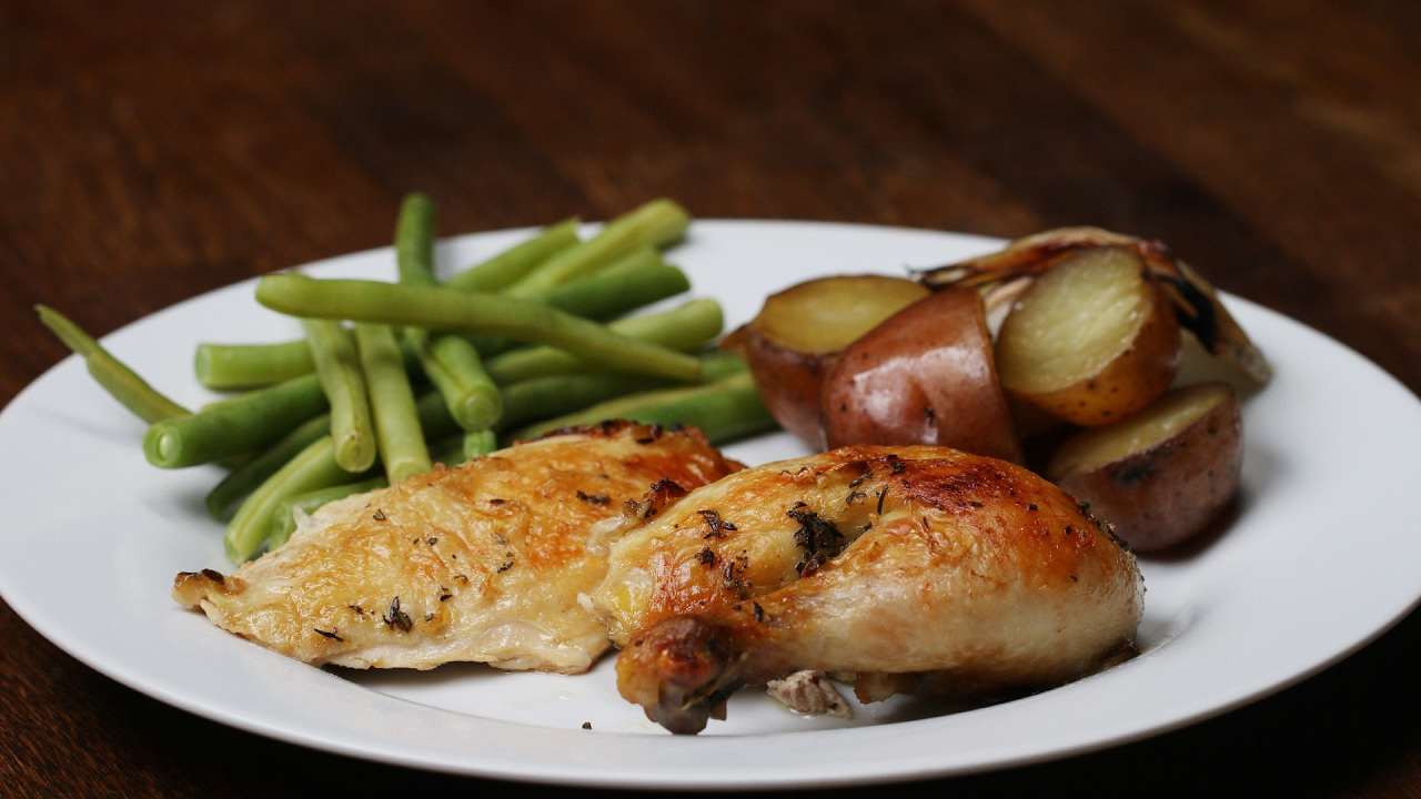 Here's how to Make a Slow Cooker Complete Chicken Dinner Yummy